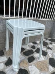 Título do anúncio: Temos mesa plástica nova cor branca no atacado pra bares