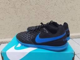 Chuteira Futsal Nike Tiempo Legend 8 Club - Preto e Azul numero 39