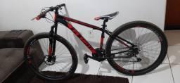 Bicicleta com quadro em alumínio, aro 29 com freio a disco .