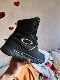 Coturno/Tênis Oakley tamanho 40