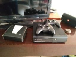 Xbox 360 completo e com mais 20 e pokos jogos