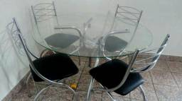 Mesa de Vidro com quatro Cadeiras, Entrego.