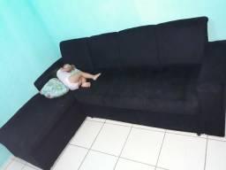 Sofa de canto preto.