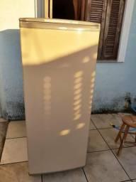 Vendo geladeira 220w