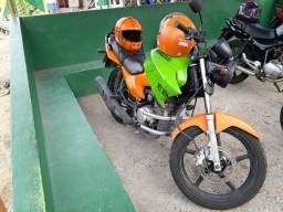 Vende-se esta moto toda documentada - 2014