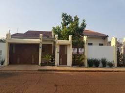 Linda casa com piscina no Jardim Itamaraty - Prox. a Rodoviária. Aluguel ou Venda