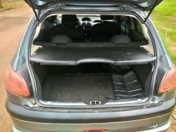 Vendo carro econômico e confortável - 2004