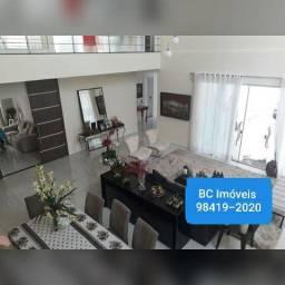Exuberante Casa de 430m² no MONTENEGRO BOULEVARD