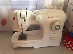 Vendo máquina de costura, em perfeito estado! novíssima!