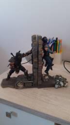 Escultura porta livros e games Mortal Kombat