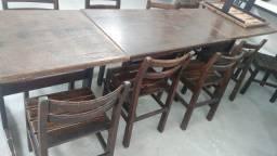 Mesas com 4 cadeiras de madeira