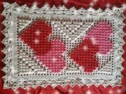 Tapete em crochê feito com ponto pipoca