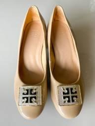 Sapato de verniz nude