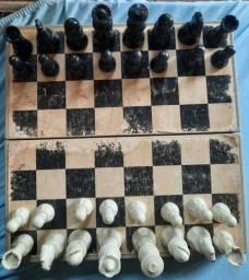 Título do anúncio: Tabuleiro Antigo de Xadrez, Dobravel, Preto e Beje