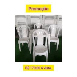 Jg Mesa Plástica Com 4 Cadeiras.