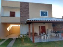 Casa com piscina, 3 quartos sala cozinha 3 banheiros área gourmet