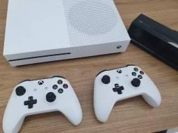 Console Xbox One S 1TB Branco + 2 Controles + Kinect