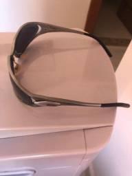 Óculos de sol na cor prata