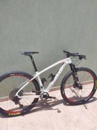 Caloi Elite Carbon Racing