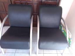 Duas cadeiras de apoio