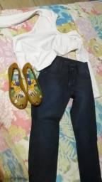 Lote calça 6 anos, blusinha e melissa número 29