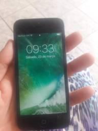 Vendo um Iphone 5 acompanha carregador