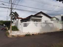 Casa para alugar com 3 dormitórios em Cidade jardim, Uberlândia cod:13613