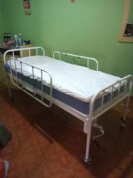 Cama e cadeiras hospitalar