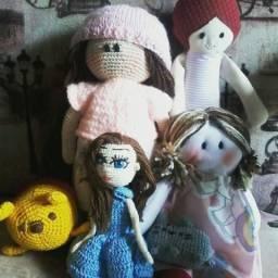 Bonecas de pano e amiguruni