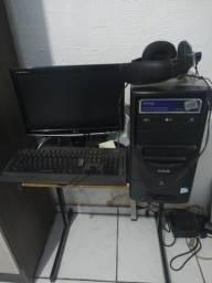 Pc monitor teclado e mesa