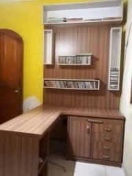 Mesa escrivaninha c/ painel estante acoplada