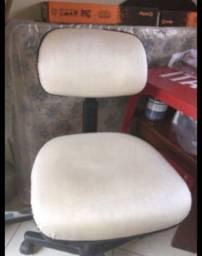 cadeira tom areia de escritório