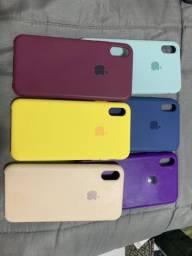 Caixa com capinhas iPhone Xs max