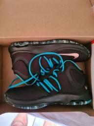 Nike Air Versitily IV tam 41