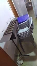 Churrasqueira de assar espetinho + mesa com 4 cadeiras