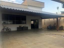 Título do anúncio: Vende Sobrado repleto em armários, Residencial Araguaia 3/4 snd 1 suíte sala 3 ambientes.