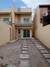 Cod. 001567 - Casa duplex com vaga de garagem e 02 quartos