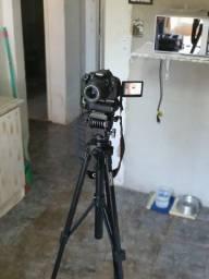 Canon Rebel T5i *700D* lente EF- 18-55 mm  em perfeito estado e diversos acessórios.