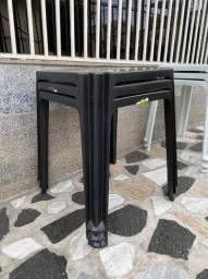 Título do anúncio: Temos mesa plástica nova cor preta pra restaurante no atacado