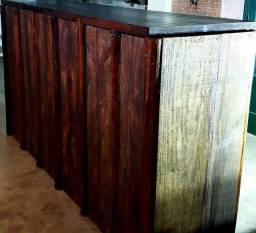 Balcao de madeira maciça para bar