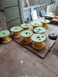 Vendo 8 banquinhos usados de carretel de fio. Pintados 20 reais cada