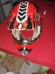 Troco capacete ims em um comum