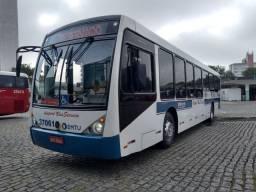 Ônibus urbano com ar condicionado.