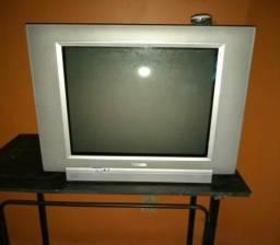 Vende-se está televisão