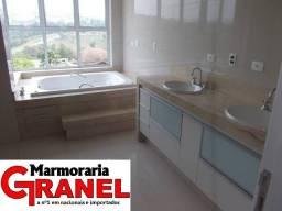 Banheiro com Banheira planejado c/acabamento:granito mármore e ônix!