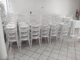 Cadeiras em aço