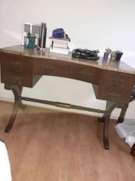 Escrivaninha de madeira maciça com mármore