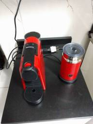 Cafeteira Nespresso Essenza Mini Combo Vermelha com Aeroccino