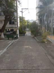 Aptº 2 quartos, garagem, próximo ao Guanabara.