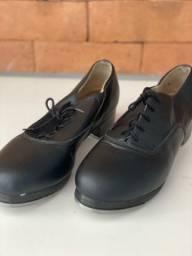 Sapato de sapateado só dança